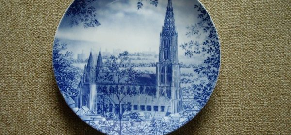 Using Ceramic Plates as Wall Decorations